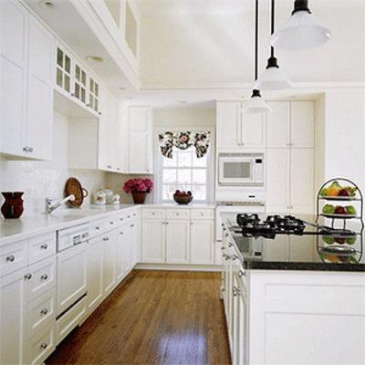 Una delicada cocina blanca
