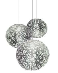 esta lmpara tiene la forma de una esfera delicada realizada por pequeas cintas y lo ms interesante que aporta este diseo es que la puedes colocar en el