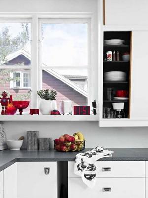 Una cocina con mucho color