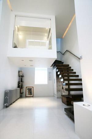 debajo de las escaleras