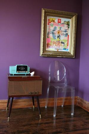 casa_vintage_pared_violeta