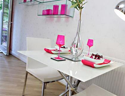 Visita un apartamento con detalles femeninos