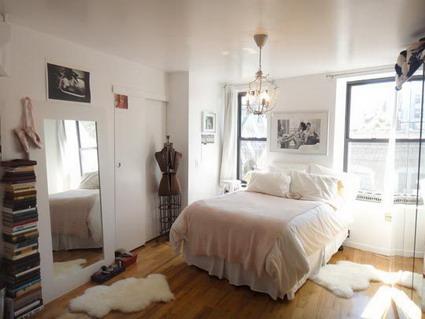 Pequeño apartamento blanco