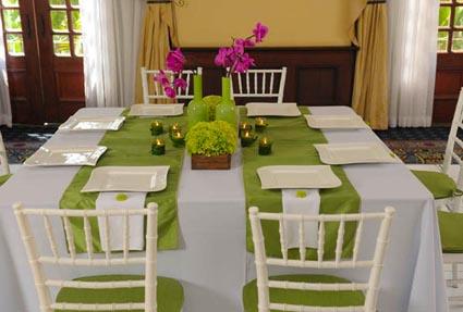 Tips para adaptar tu mesa a las fiestas navide as for Caminos de mesa modernos