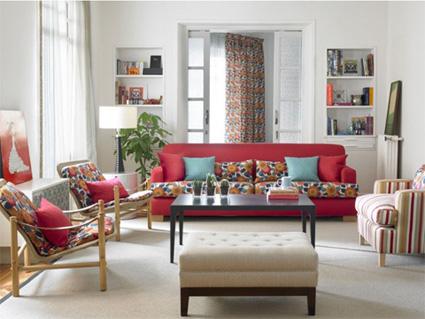 Decorar con telas el sal n - Decoracion de sofas con cojines ...