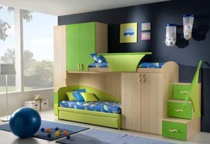 esta habitacin consta de un mueble de madera elaborado en color natural con zonas verdes que integra en un solo lugar dos armarios y una litera