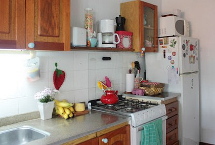 Una peque a casa con estilo y personalidad - Como organizar los muebles en una casa pequena ...