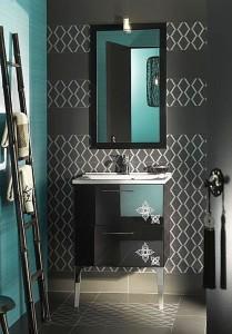 Un baño con color y formas