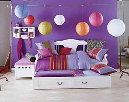 Mucho color en la habitación juvenil