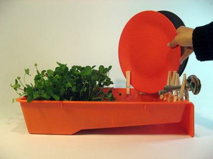 Un secaplatos con jardín