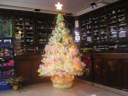 Árboles navideños de color blanco
