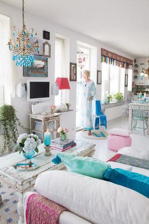 Una casa de color turquesa