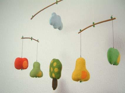 Móviles para decorar una habitación infantil