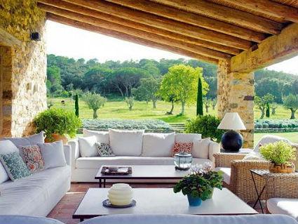 Decorar porches y terrazas cubiertas