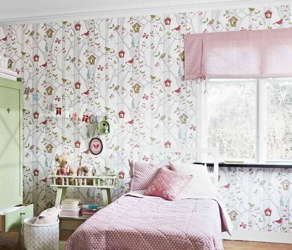 Patrones de aves para decorar las paredes de un dormitorio