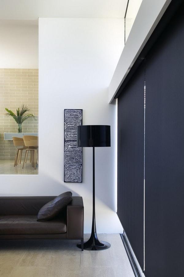 Cortinas enrollables en espacios minimalistas